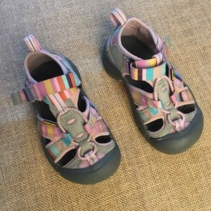 Toddler Keen water shoes size 9 in pink